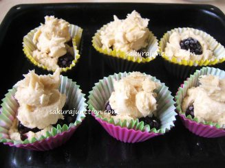 Blackberry cake placed in cups