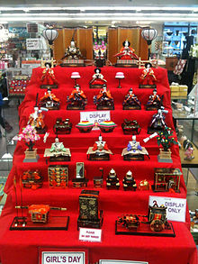220px-hinamatsuri_store_display